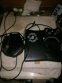 black Xbox 360 with 1 controllers with 10 games San Bernardino, 92405