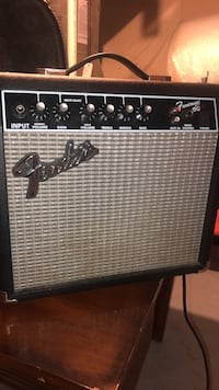 Black and gray fender guitar amplifier 540 km