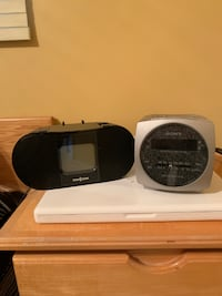 2 clock radios, in working condition