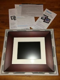 Holds over 1000 digital pics. 7 inch photo frame