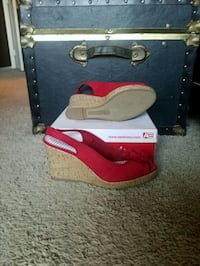 American Eagle Red Wedges Size US 8.5 North Las Vegas, 89081