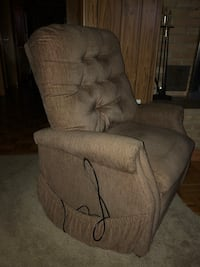 LaZBoy lift chair w heat & massage Seneca, 61360