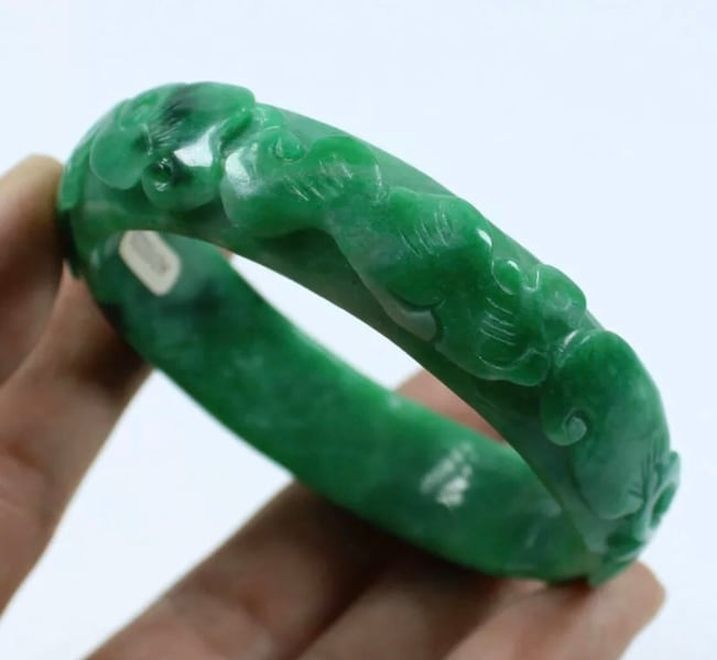 Used 59mm Chinese Hand Carved Emerald