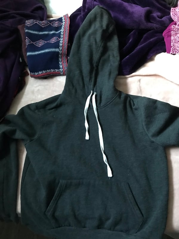forever 21 cropped hoodie  7e257534-a57a-4571-9608-46dd9cb1f093