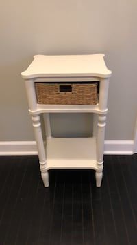 White end table with wooden basket. Woodbridge, 22192