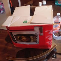 Toaster oven / rotisserie cooker/ pizza oven Stephens City
