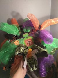 THIS IS ONE OF MY HALLOWEEN WREATHS VERY COLORFUL  Florence, 35633