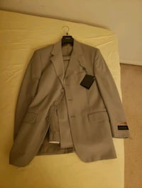 Brand New With Tags Men's Suit, size 38 Alexandria, 22309