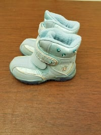 Boots, size 6. Toddler girl