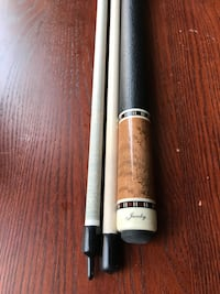 White and black Jacoby cue stick