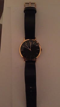 Black and gold watch, great condition  Toronto, M8W