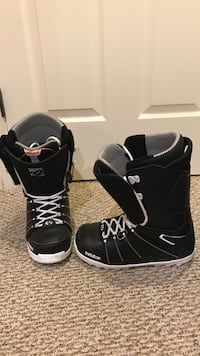 Pair of black thirty-two snowboard boots practically brand new Edmonton, T6M 1T6