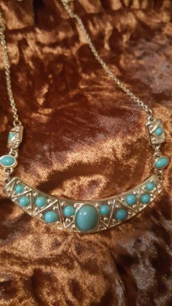 Turquoise and silver necklace bf5522f4-c34d-4a49-b286-79892835a481