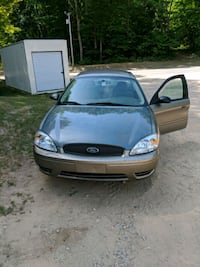 Ford - Taurus - 2004 Lakeview, 48850