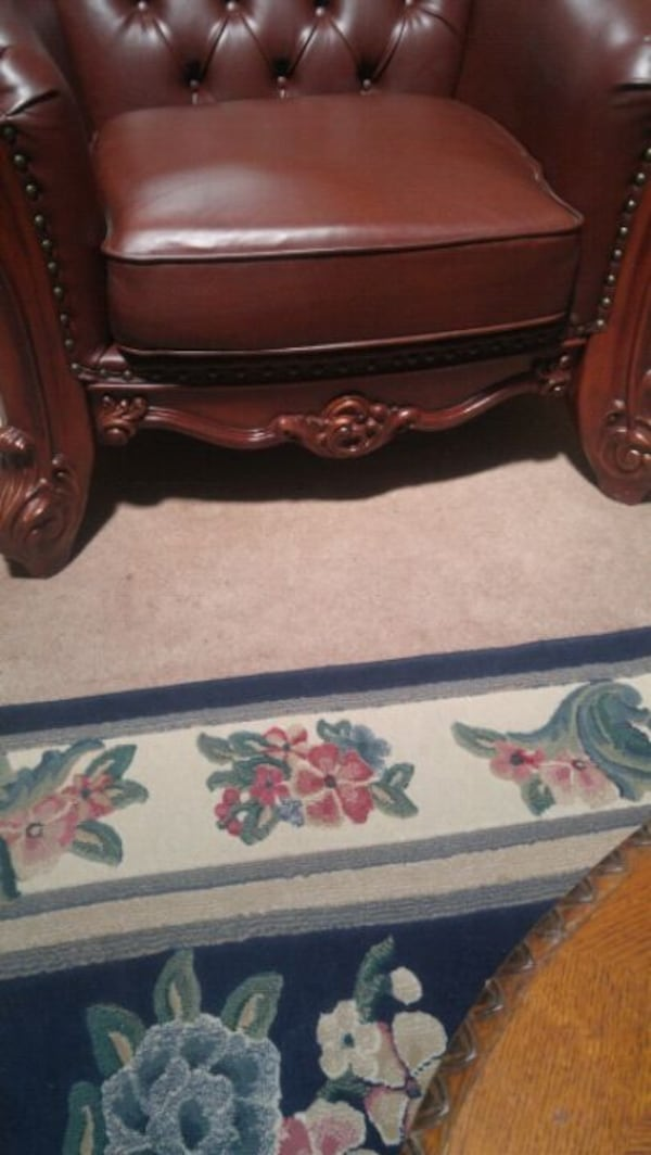 Excellent!!! Almost New!  Living Room Chair. 48392bf7-d538-4196-baa7-fdb3aecb7b98