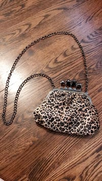 Cheetah print cross body clutch  Saint Charles, 63301