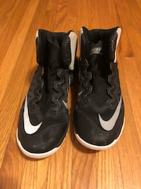 Nike basketball shoes. 9.5 US 41 EU Brant, N3L