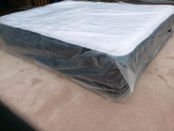 Luxury New King mattress, showroom area 490$ reduc 41a4580d-d9e5-4620-918f-910cf33ae0af