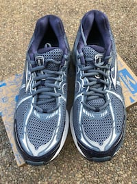 pair of gray-and-black running shoes Elk Grove, 95758
