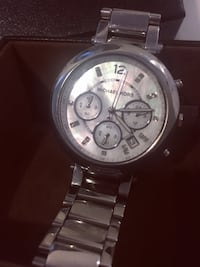 round silver Michael Kors chronograph watch with silver link bracelet 多伦多, M1V 3H8
