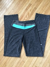 Lululemon size 4 grove pants Kitchener, N2B 1H2