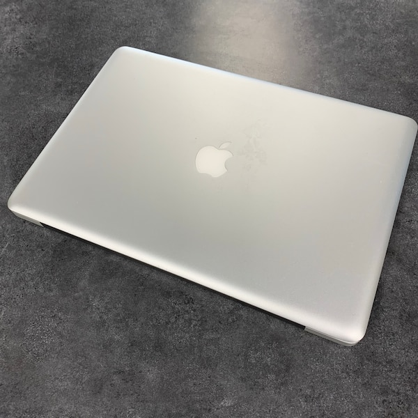 "Late 2008 15"" Apple MacBook Pro SSD See Photos For Specs 1380f370-8c49-4d2f-b908-78add21fbbae"
