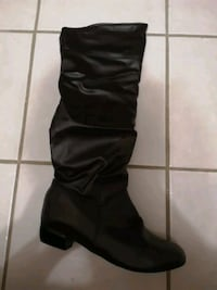 Boots never used size 42 tight fit Mississauga, L5N 6B5