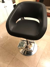 Very comfortable set of 2 black leather stool $85 each Vaughan, L4H 3P8