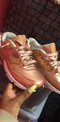 nike aur  rose gold runners New York, 11221
