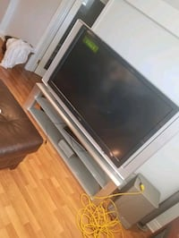 61' Tv and a Tv stand Laval