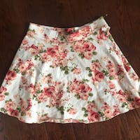 Never worn floral f21 skirt  Mississauga, L5L