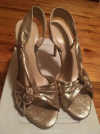 Pair of silver-colored open-toe heels New York, 11103