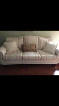 white leather 3-seat sofa Vaughan, L6A 1E8