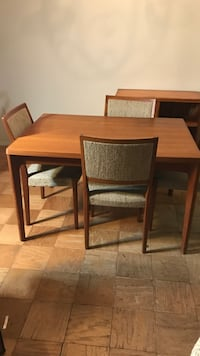 Vintage dinning room table with four matching chairs Arlington, 22202