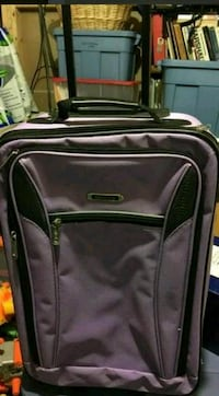 gray softside luggage Herndon, 20171