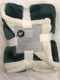 "New Wayland Square Plush & Sherpa Throw Blanket 50""X60"" (pick up only) Alexandria, 22310"
