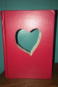 BOOK with cut out heart Essex, 21221