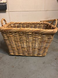 2ft wide x 1 ft tall wooden woven basket Charlotte, 28078
