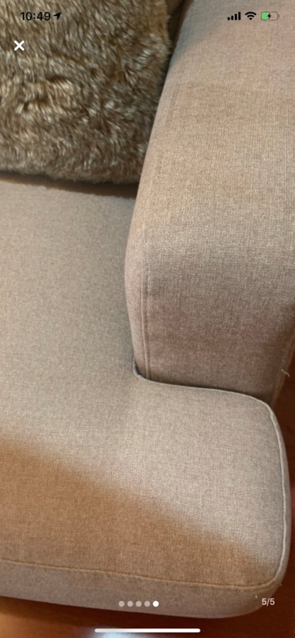 Super comfortable modern sofa PRICE TO SELL 7c2d04f2-6839-4dad-85e2-f51dd5d9a2c7