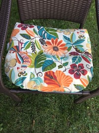 6 outdoor cushions 19by 22 Barrie, L4N