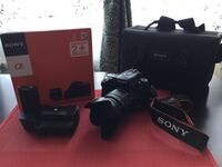Sony a500 digital camera with battery grip and two batteries/charger, 28-105mm lens and travel case in mint condition Montréal, H4M 1T4