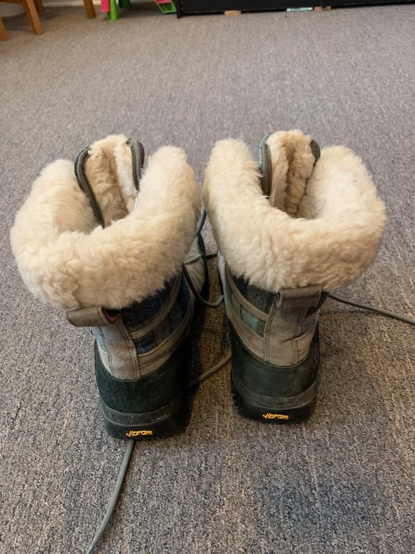 Ugg winter shoes with receipt like new unisex 5ddbb25b-226d-4ade-b3fc-1d110758e5a2
