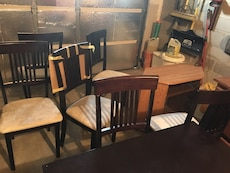Gorgeous dining table with 6 chairs