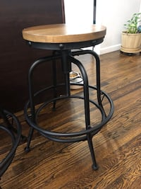 As NEW!!! 4 Metal Bar Stools with Swivel Seat Washington, 20020