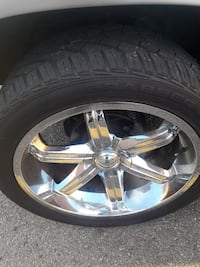six lugs 4 rims and tires 23 in Giovanni's Manassas