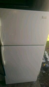 white top-mount refrigerator Windsor, N9C 1B4