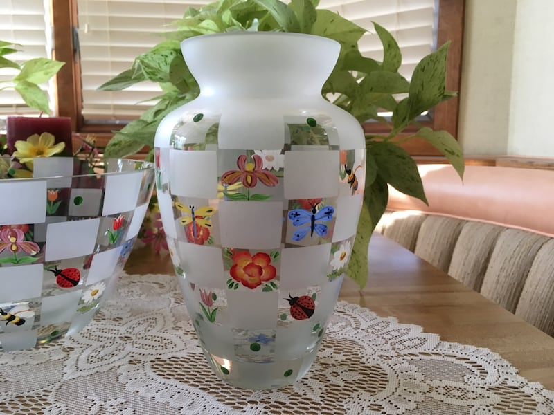 LENOX HAND PAINTED COLLECTIBLES 31671966-7f31-486e-acf9-28f0b203b528