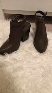 PaSize 10: Brown leather chunky heeled booties