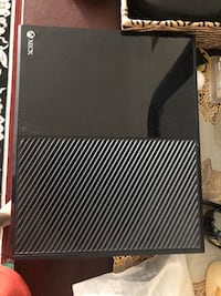 """Xbox one in fairly good condition and sharp roku tv 46"""" and 1 controller for Xbox Brampton, L6R 2Y2"""
