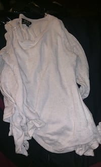 Size small sweater shirt  London, N5W 1X7